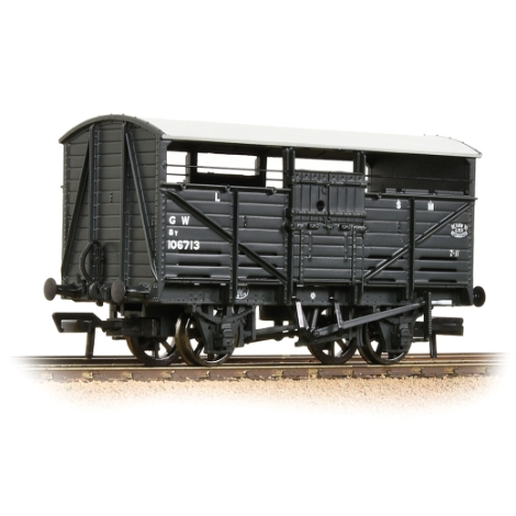 bachmann-37711d-8t-cattle-wagon-gwr-grey-00-gauge