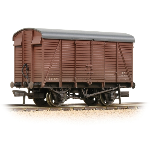 bachmann-38082d-sr-12t-22-planked-ventilated-van-br-bauxite-early-weathered-00-gauge