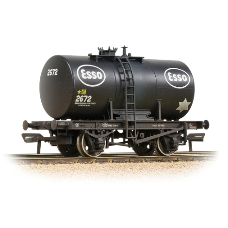 bachmann-38777a-20t-class-b-anchormounted-tank-wagon-esso-black-weathered-00-gauge
