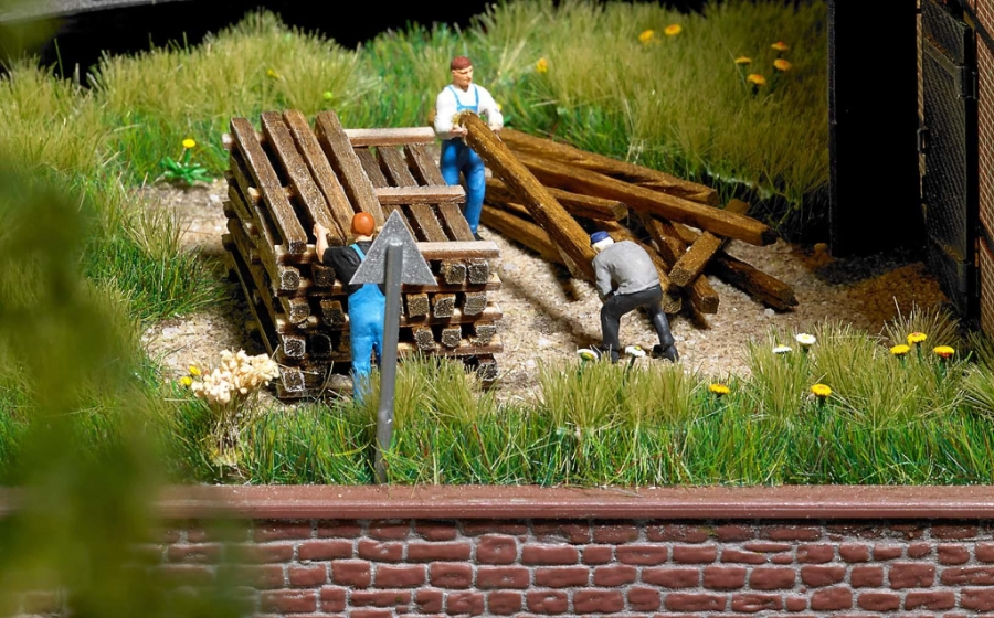 busch-1129-busch-real-wooden-planks-and-beams-ho-oo-gauge