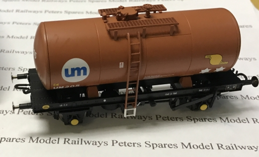 heljan-1110-b-tank-wagon-united-molasses-um205-brown-oo-gauge
