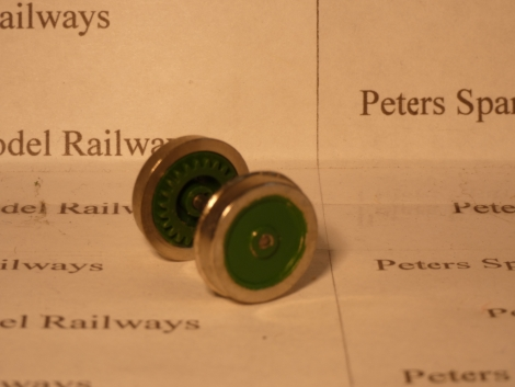 hornby-x1140agn-ringfield-large-wheelset-disc-semiflanged-on-axle-apple-green-for-3-pole-models