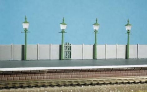 ratio-213-station-street-lamps-4-per-pack-n-gauge