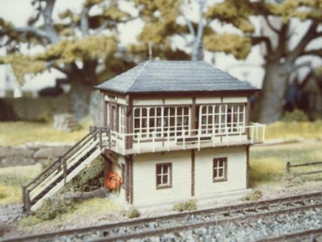 ratio-236-midland-signal-box-no-interior-plastic-kit-n-gauge