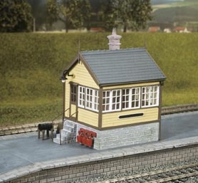 ratio-503-platform-ground-level-signal-box-plastic-kit-oo-gauge