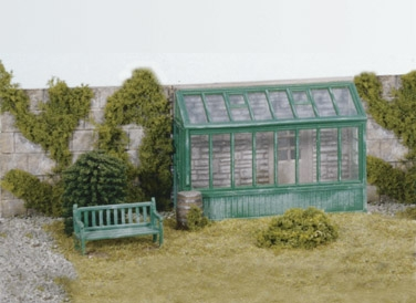 wills-ss24-conservatory-garden-seat-and-water-butt-plastic-kit-oo-gauge