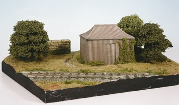 wills-ss35-pagoda-building-corrugated-iron-type-hut-plastic-kit-oo-gauge